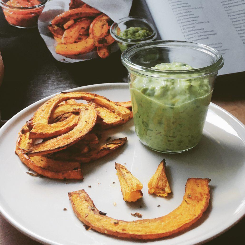 Vegan For Fit Challenge Kürbis-Pommes mit Erbsendip